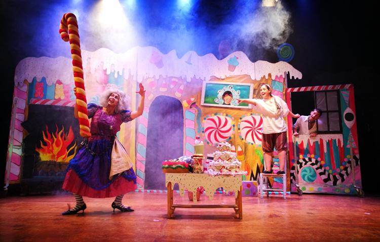 La obra musical «Hansel y Gretel» llega este domingo al teatro de Utrera para divertir a toda la familia