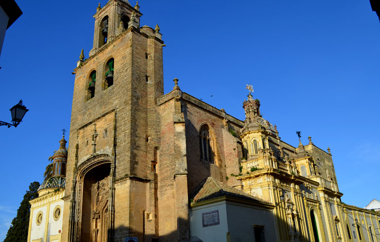 Luz verde a la restauración exterior e interior de la parroquia de Santiago para devolverla «a su momento histórico de mayor valor patrimonial»