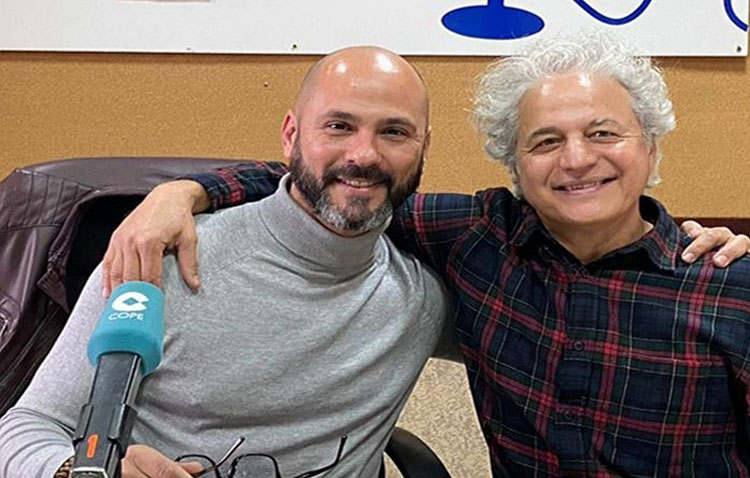 El maestro de yoga Juan Carlos Márquez visita «La punta del iceberg» en COPE Utrera (98.1 FM)