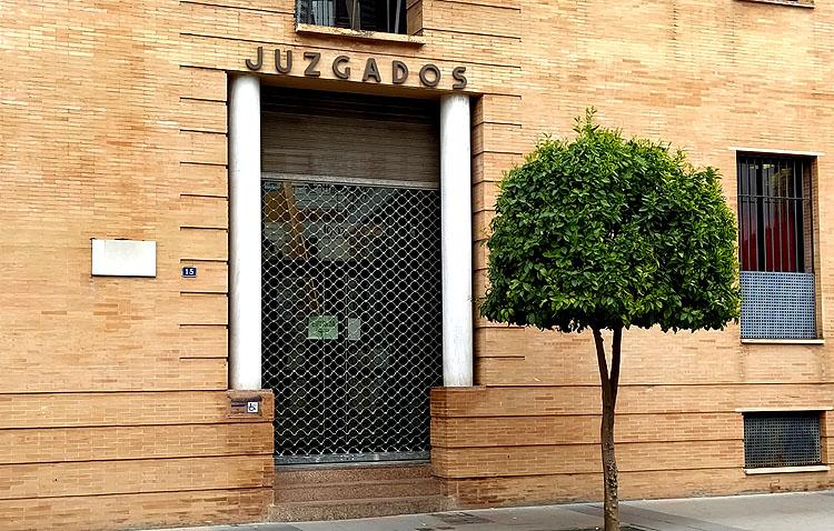 La familia del hombre que quedó tetrapléjico estudia pedir sanciones contra el juez de Utrera por el retraso en ejecutar la sentencia