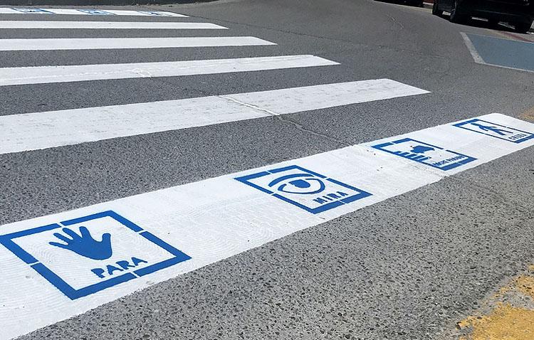 Ciudadanos reclama en Utrera iniciativas de integración de las personas con autismo como pictogramas en los pasos de peatones