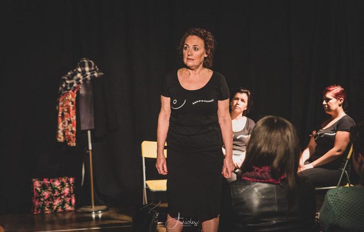Una utrerana en una obra teatral sobre el cáncer de mama