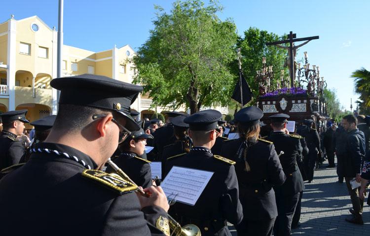 Una iniciativa cofrade invita a las bandas de Utrera a interpretar al unísono una marcha procesional desde sus balcones