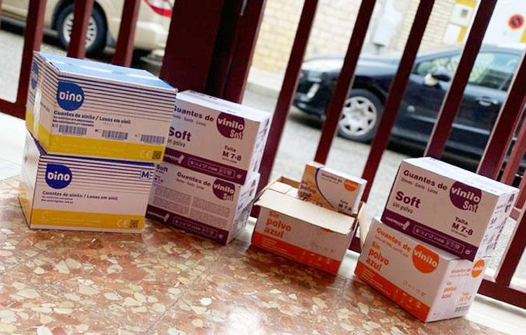 La asociación Apudes de Utrera dona 6.500 guantes al hospital Virgen de Valme