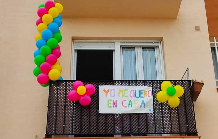 Utrera se llena de mensajes coloridos y esperanzadores (VÍDEO)