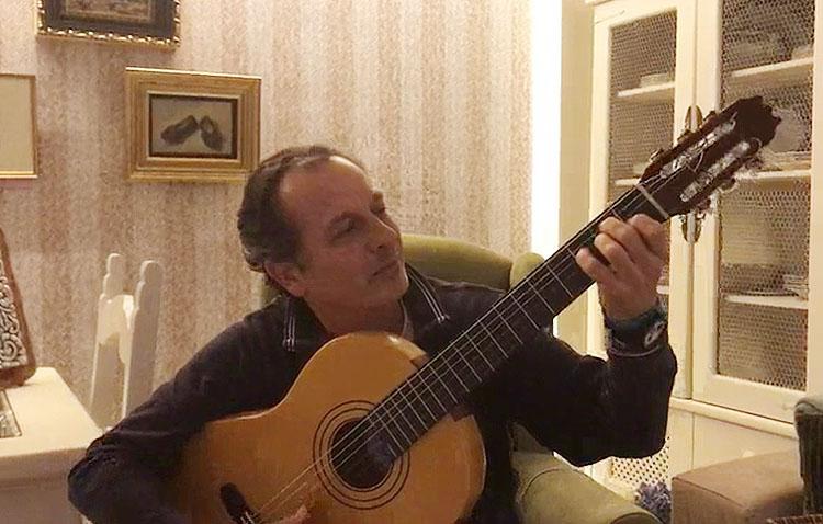 El utrerano David Gutiérrez compone una canción desde el confinamiento (VÍDEO)