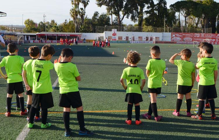 «Si nosotros podemos, tú también puedes», mensaje de la Escuela Municipal de Fútbol para concienciar a los utreranos (VÍDEO)