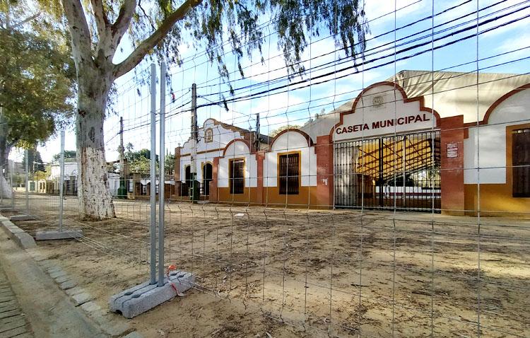 La obra de reurbanización del recinto ferial de Utrera, paralizada hasta septiembre
