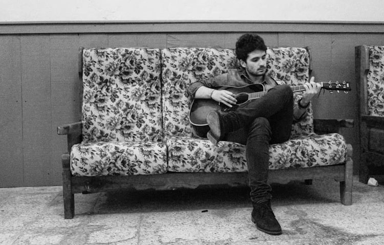 Josemi Hermida, de la banda Morleys, ofrece un concierto sumándose al «#yomequedoencasafestival» (VÍDEO)