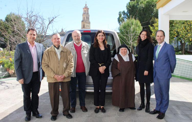 Las Madres Carmelitas estrenan vehículo para atender sus necesidades