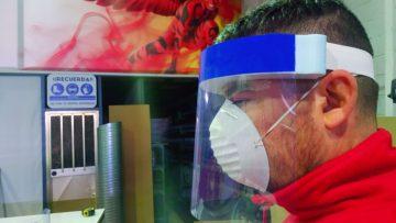 Un método único para elaborar máscaras antisalpicaduras creado por una empresa utrerana (AUDIO)