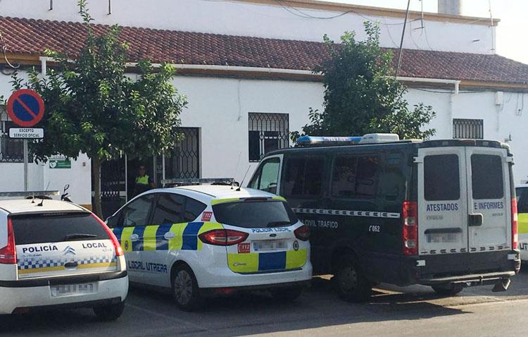 Conduce un coche sin carné en Utrera junto a otras cuatro personas pese a las restricciones del estado de alarma y se da a la fuga