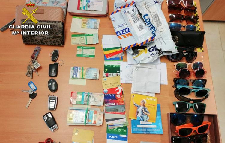 Detenida una pareja de Utrera por 25 robos en coches y por hacer compras con la documentación sustraída de los vehículos