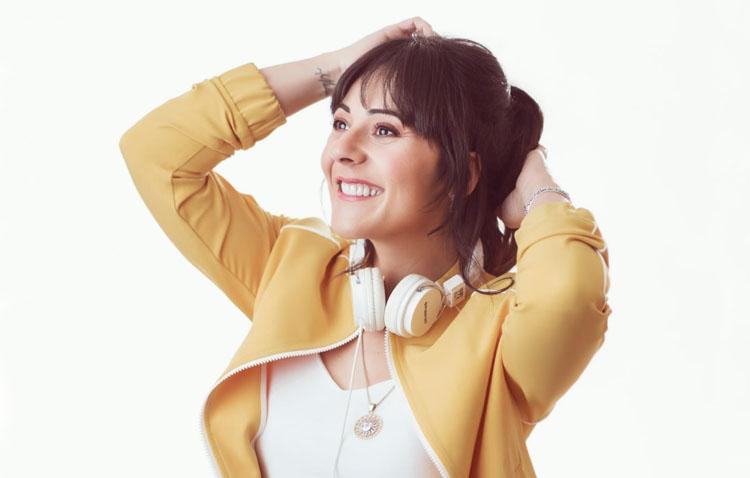 La cantante utrerana Sara Jiménez también ofrece un concierto desde su casa (VÍDEO)