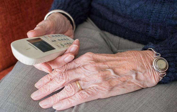 El Ayuntamiento de Utrera habilita tres números de teléfono para atender a los mayores