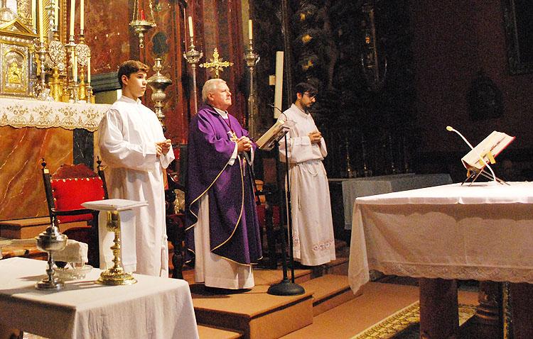Los oficios religiosos de la Semana Santa de Utrera, disponibles a través de la televisión