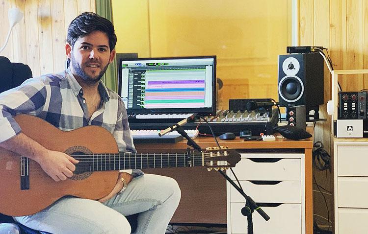 El artista utrerano Ar Kike presenta «Hueco en tu maleta», un single para transmitir su «buen rollo» (VÍDEO)