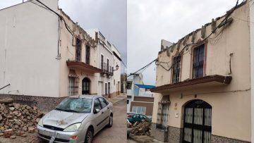 Se desploma parte de la azotea de una casa en Utrera y provoca también destrozos en un coche