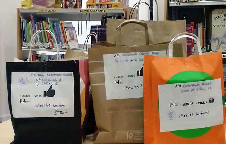 Un servicio pionero para que los socios más mayores de la biblioteca de Utrera puedan seguir disfrutando de la lectura