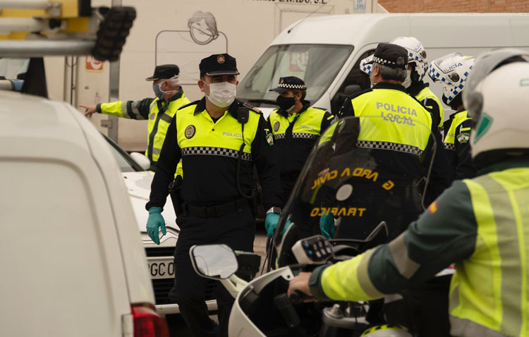 La Policía Local de Utrera controlará el cumplimiento de las cuarentenas domiciliarias al haber personas que no acatan la orden
