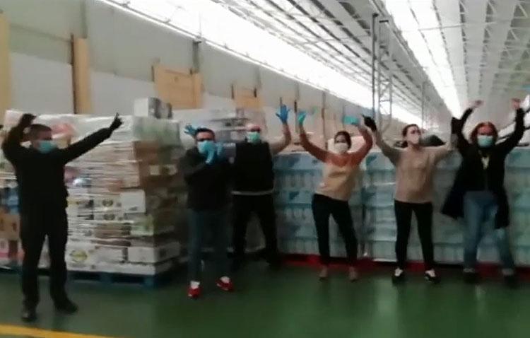 Los trabajadores de la conocida empresa utrerana «Ayala» anima a quedarse en casa al ritmo de «Resistiré» (VÍDEO)