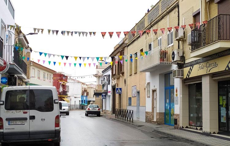Color en las calles y mensajes de cariño a los niños en las calles Real y Santiago Apóstol