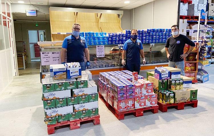 El C.D. Cantera de Utrera dona alimentos de primera necesidad y 500 mascarillas