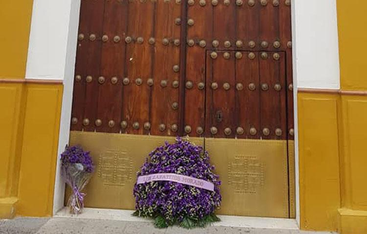 Las flores también llegan a la capilla de San Bartolomé para rendir pleitesía a Jesús Nazareno