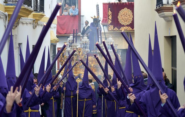 Más de 1.000 euros para Cáritas gracias a la «papeleta de sitio» simbólica de la hermandad de Jesús Nazareno