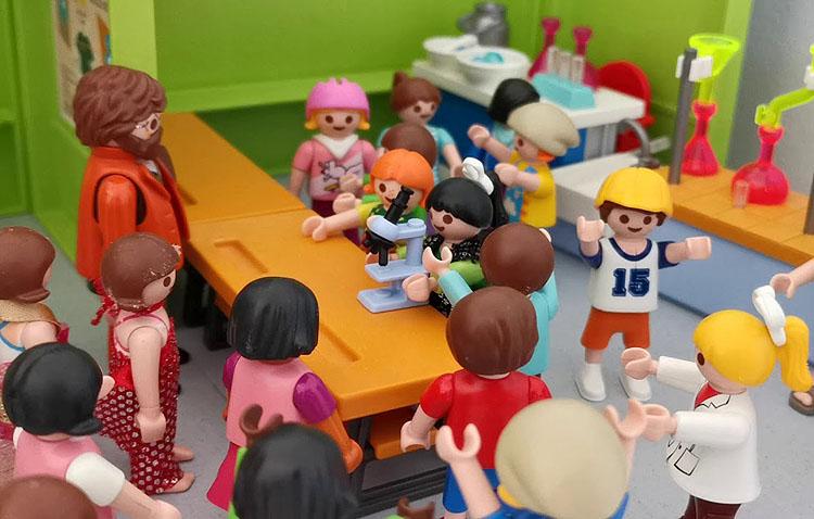 El coronavirus, contado con figuras de Playmobil gracias a la curiosa iniciativa de la pequeña utrerana Julia Dávila (VÍDEO)
