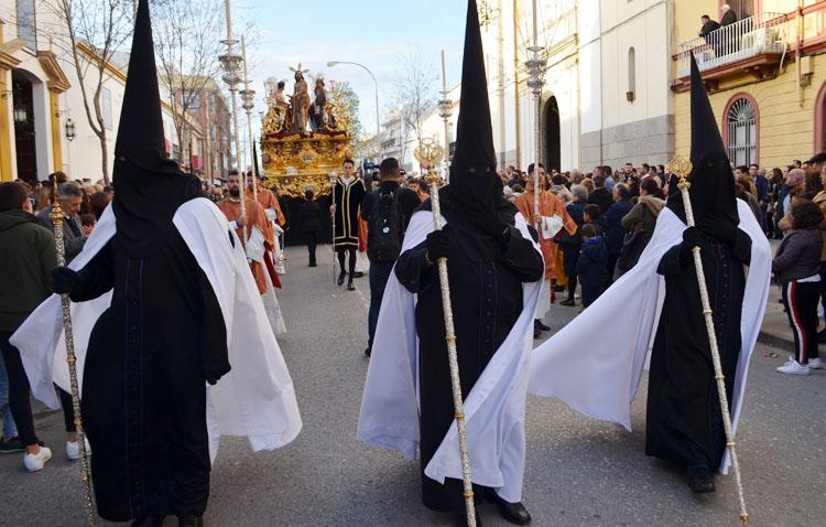 La hermandad de la Vera-Cruz pide «respetar» el hábito de nazareno