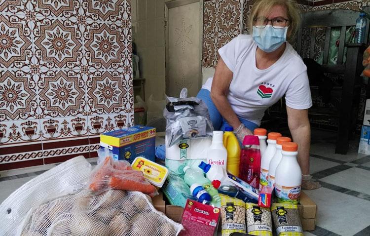 La hermandad de la Trinidad entrega dos toneladas de alimentos a Asoca para las familias más necesitadas de Utrera