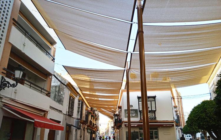 Los nuevos toldos de la calle Virgen de Consolación permitirán «un gran ahorro energético para comerciantes y viviendas» (VÍDEO)