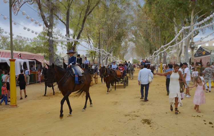 El Ayuntamiento de Utrera trabaja en dos formatos alternativos para la Feria de Consolación en caso de tener que suspenderla