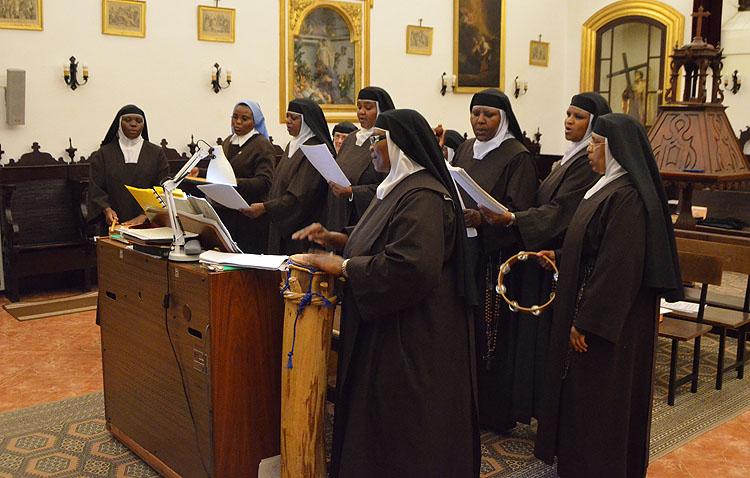 Un concierto muy especial de las Madres Carmelitas de Utrera a beneficio de Cáritas (AUDIO)