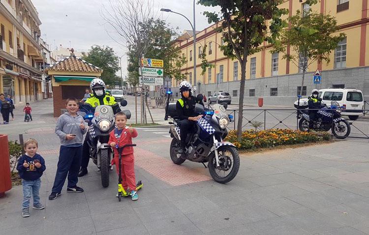 La enternecedora historia de Pablo, un niño utrerano de 5 años que solo se atrevió a salir a la calle cuando se lo dijo un policía local