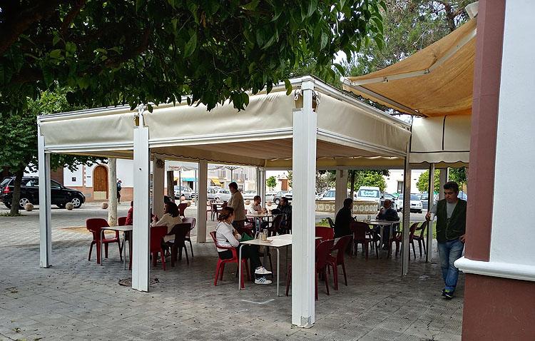 El Ayuntamiento de Utrera ha visitado más de 100 bares en una semana para impulsar la reapertura de las terrazas