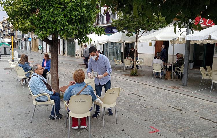 Utrera se acoge a la nueva norma de la Junta de Andalucía y permitirá abrir hasta las tres de la madrugada los bares y sus terrazas
