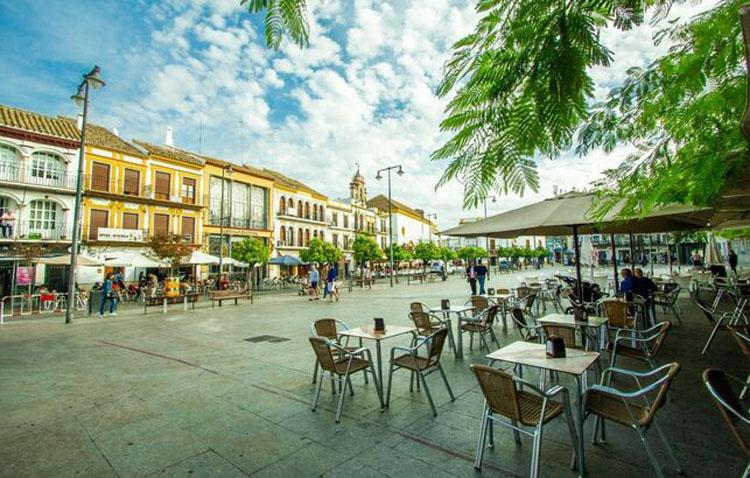 FCUI propone potenciar las visitas a los bares durante los días de la feria de Utrera, con cortes de tráfico y actuaciones