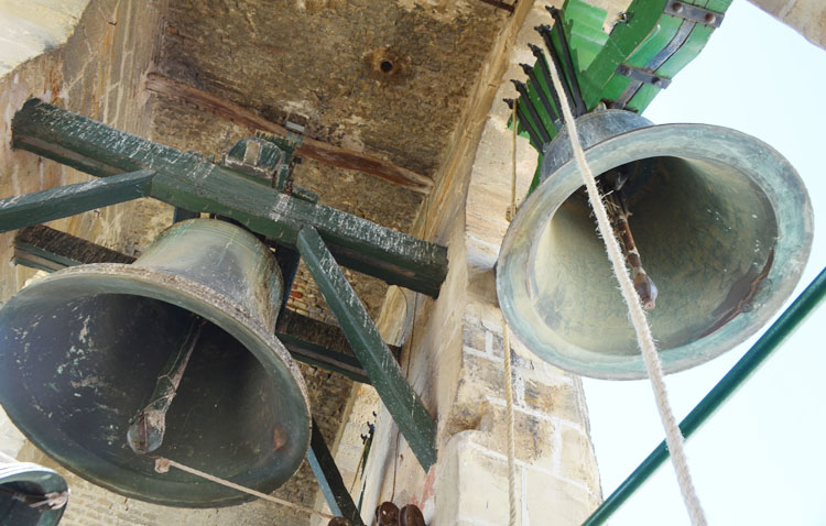 El momento perfecto para conocer todos los secretos del campanario de la parroquia de Santiago