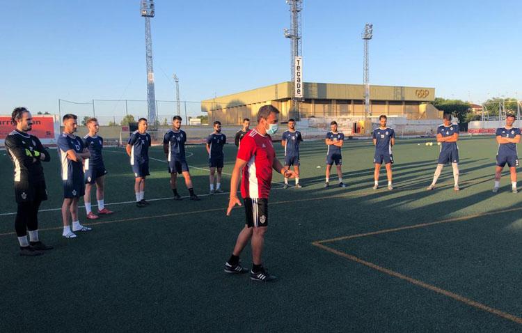 El Club Deportivo Utrera realiza su primer entrenamiento después del confinamiento