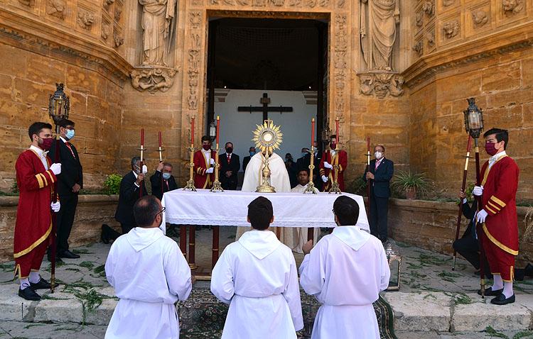 Utrera se prepara para vivir otro Corpus Christi sin presencia del Santísimo en las calles de la ciudad