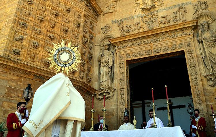 Un cita para la historia de Utrera con el Corpus Christi (GALERÍA)