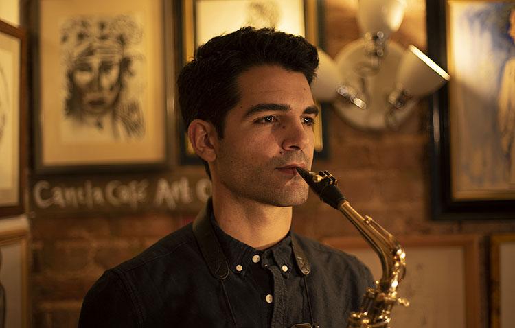 La ópera prima del saxofonista utrerano Manu Brazo, creada en el confinamiento como una historia de superación