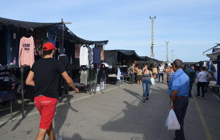 La actividad vuelve este miércoles al mercadillo de Utrera con un recorrido marcado, espacios de seguridad y menor tamaño de los puestos