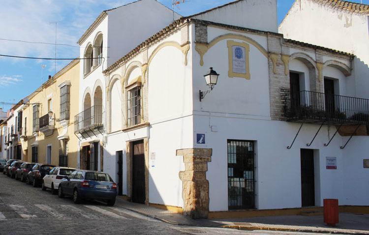 Juntos por Utrera critica la instalación de un albergue para peregrinos en la oficina municipal de Turismo