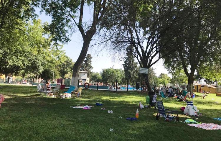 Utrera abrirá este verano la piscina de Consolación con cita previa y el césped parcelado