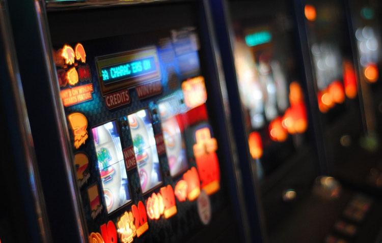 Juventudes Socialistas de Utrera acusa a la Junta de «favorecer» la ludopatía «bonificando los juegos de azar y las máquinas recreativas»