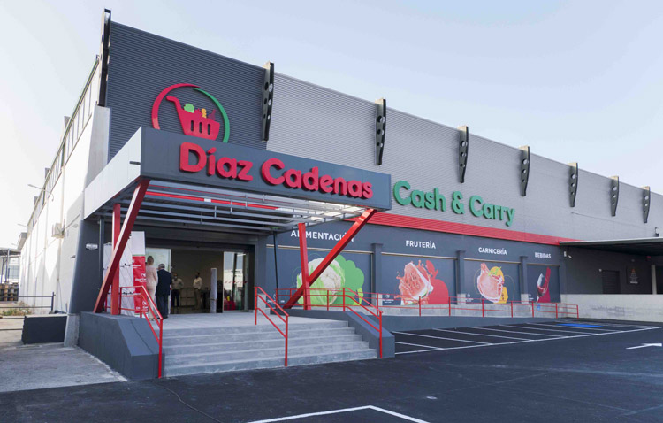 Cash&Carry Díaz Cadenas abre su sexto centro en Sevilla capital regalando un jamón al día entre sus clientes