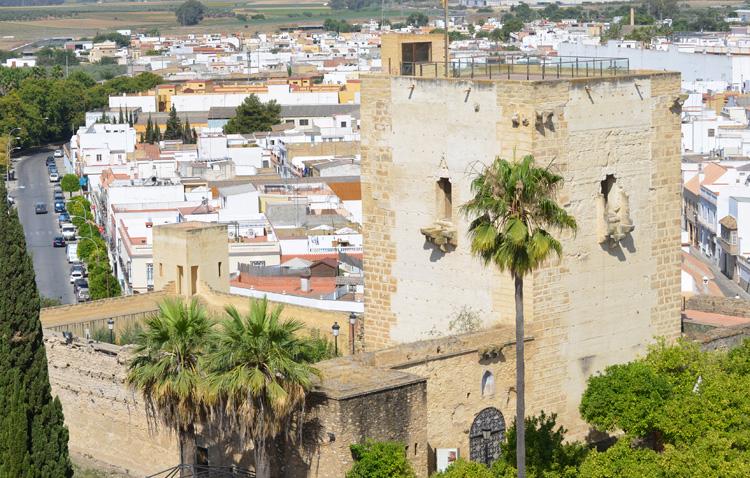 Éxito en las actividades turísticas veraniegas, que agotan propuestas como los atardeceres desde el castillo de Utrera